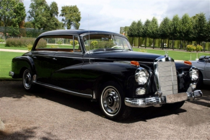 Mercedes Benz - 300 D Pillarless Saloon